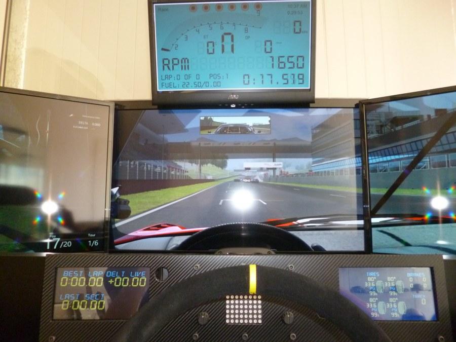 Cockpit simulation avec 6 écrans
