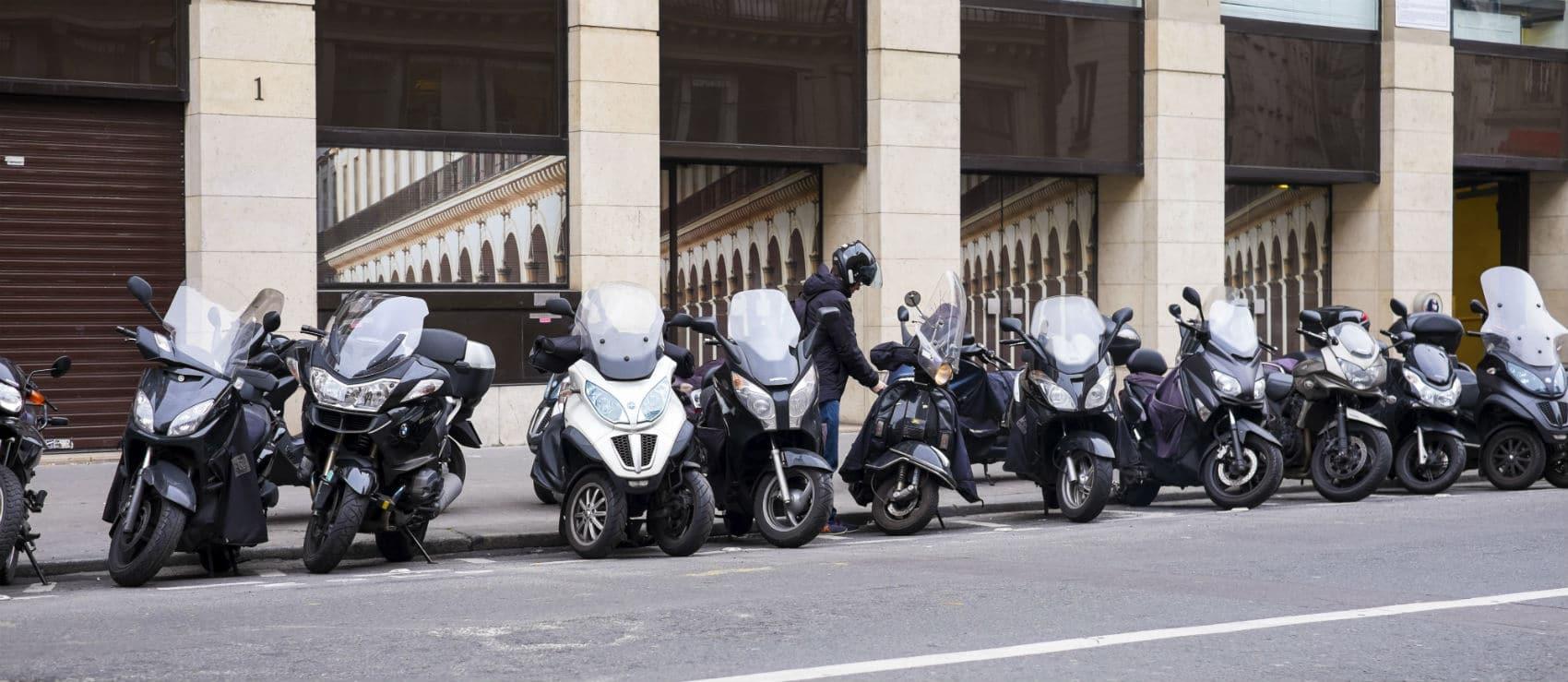 Parking deux roues : scooter et moto, où se garer ?